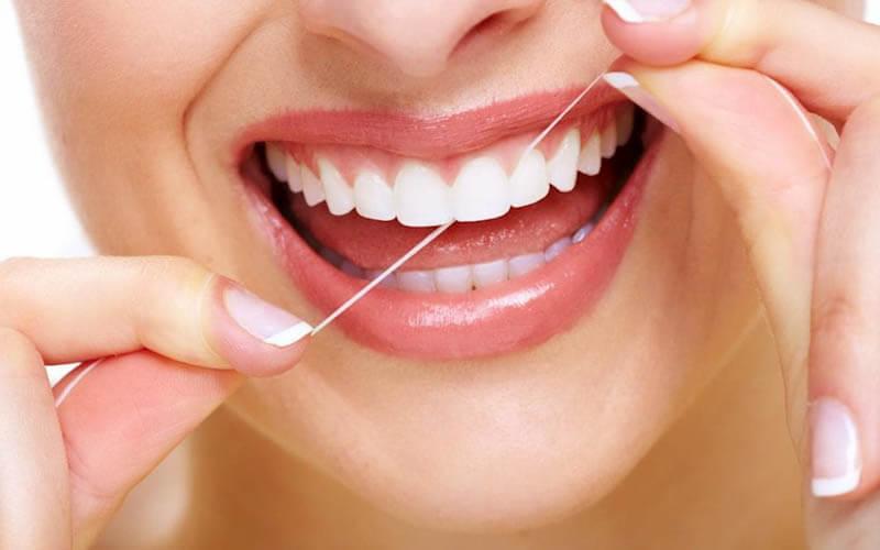 vệ sinh răng miệng khi niềng răng